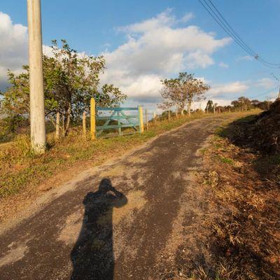 Áreas para Chácara - Área dentro de condomínio Rural com 5.880 m², acesso fácil e energia elétrica - São Sebastião, Volta Redonda - RJ