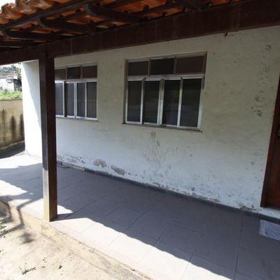 Casa térrea com jardim e quintal, 3 quartos - Rua Cabo Cesário, 361, Ano Bom, Barra Mansa - RJ - Casa linear para venda
