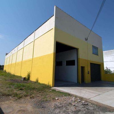 Galpão com Loja e Pátio para Locação - Área de 1428 m² com galpão de 400 m² e Loja com sobreloja de 260 m²