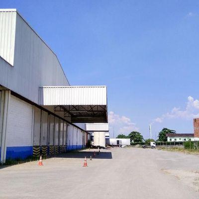 Galpão / Armazém / Barracão com área externa de 21.000 m² e área coberta de 9.000 m² com docas de carregamento - Vigário Geral, Rio de Janeiro - RJ