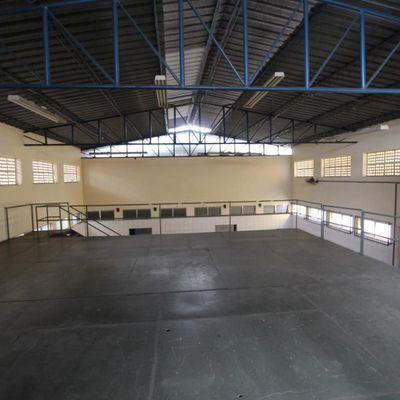 Edifício comercial com Galpão para venda ou locação - Edifício com estrutura corporativa, refeitório e galpão - Aterrado, Volta Redonda - RJ