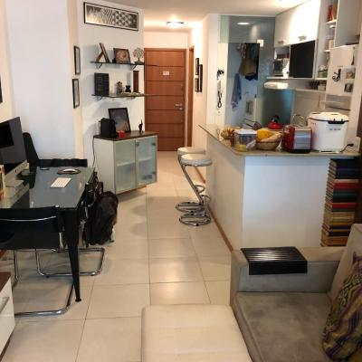 Oportunidade Apartamento miolo de Icaraí todo mobiliado varanda 1 suite vaga lazer