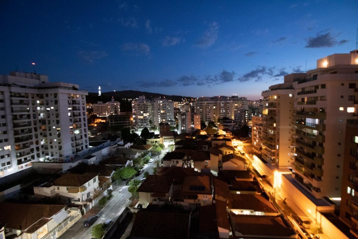 Apartamento para Locação e Venda - Recanto das Acácias - Varandão, 2 quartos (sendo 1 suíte),  dependências de empregada reversível no 3º Quarto,  lazer na cobertura do prédio - Vereador Duqu