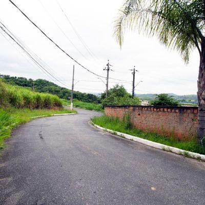 Terreno / Lote de terra de esquina com aproximadamente 440 m² - Rua Victor Porto Flores, Santa Rosa, Barra Mansa - RJ