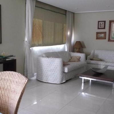 Cobertura Triplex com 4 quartos e 2 vagas, Algodoal, Cabo Frio - RJ