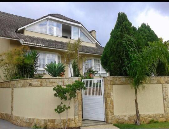 Casa em Teresópolis em Condomínio Fechado - 5 quartos (3 suítes)