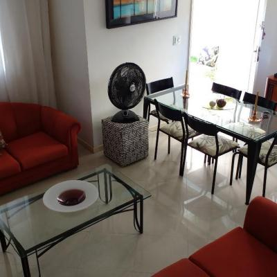 Ótima casa Itaipu 3 qts quintal estuda permuta apt Icaraí ou Sta Rosa
