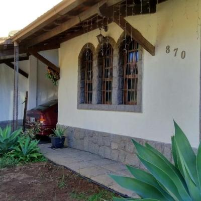 Casa Linear com 3 Quartos e anexo com 2 Quartos, Banheiro e Lazer - Morada da Granja, Barra Mansa - RJ