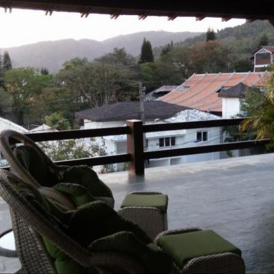 Magnífica residência montada melhor condomínio 4 suites 3 salas 4 vagas adega piscina churrasqueira