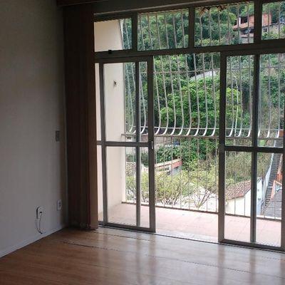 Bom apartamento locação Santa Rosa ônibus na porta varanda 2 quartos closet vaga