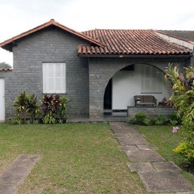 Casa para locação - Casa linear com Jardim, Varanda, 3 quartos (1 Suíte), Rua 31, Vila Santa Cecília, Volta Redonda, RJ