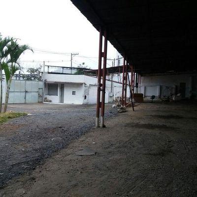 Área de 1.300 m² com área construída de 400 m² - Rua Pedro Flores, Estamparia, Barra Mansa - RJ