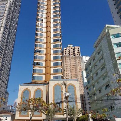 Apartamento Edifício Vale Dourado frente mar