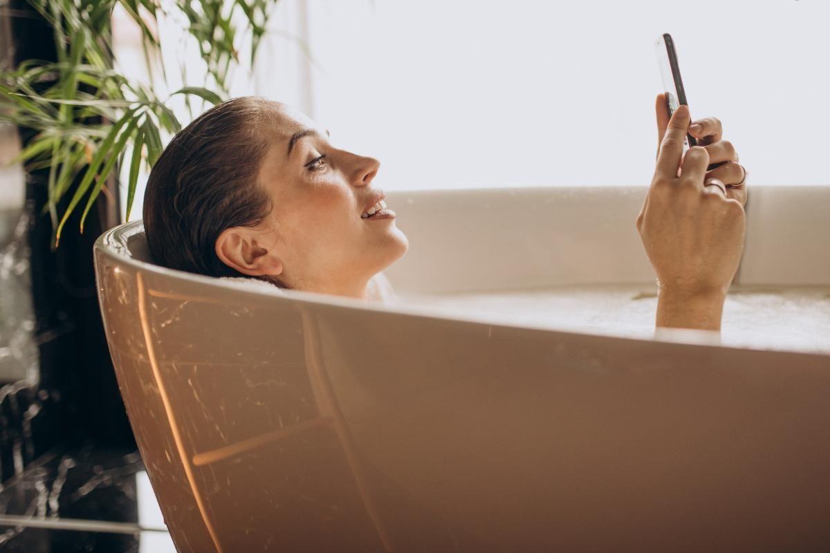Banheira de hidromassagem: vale a pena ter uma em casa?