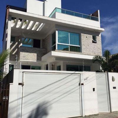 Casa mobiliada alto padrão na praia brava