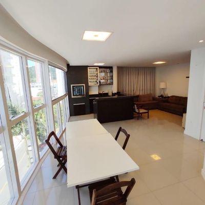 Apartamento de 03 suítes e 02 vagas de garagem privativas na Barra Norte