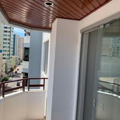 Apartamento de 02 Dormitórios sendo 01 suíte e 01 vaga de garagem privativa