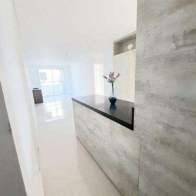 Apartamento de 02 dormitórios sendo 02 suítes e 01 vaga de garagem privativa.