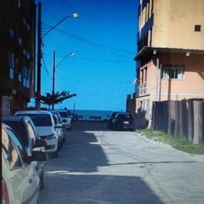 Casa na quadra do mar de Meia Praia-Itapema
