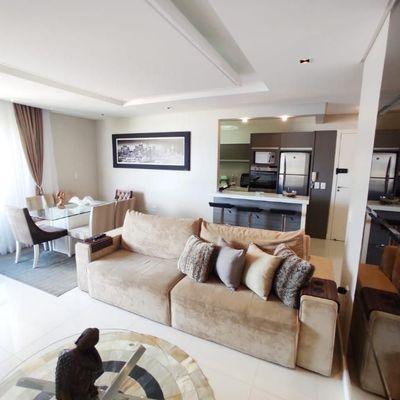 Apartamento com 02 suítes e 02 vagas e lazrt completo, mobiliado e decorado.