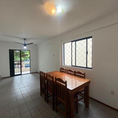 Apartamento com 02 dormitórios e 01 vaga de garagem privativa próximo do Mercado Angelina