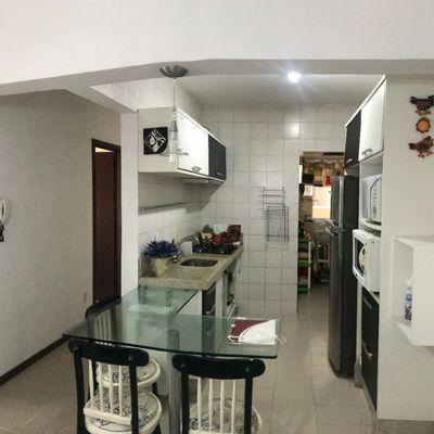 Apartamento de 02 dormitórios sendo 01 suíte e 01 vaga de garagem privativa.