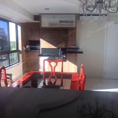 Apartamento na quadra do mar com 01 suíte e 02 dormitórios e 1 vaga  de garagem privativa