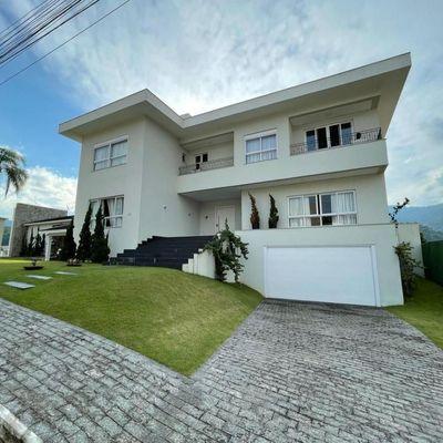 Casa de 3 andares com piscina aquecida + 5 dormitórios (sendo 4 suítes com closet, 3 com hidromassagem) no bairro Ariribá
