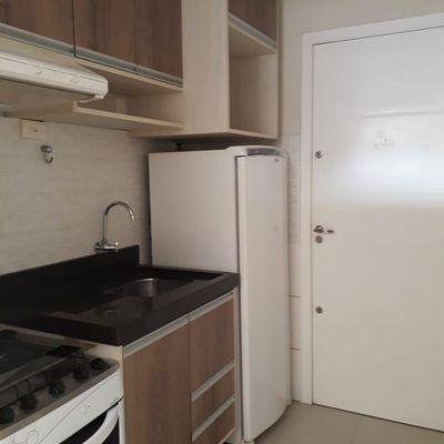 Apartamento Com 1 Dormitório à Venda Em Região Central Semi Mobiliado e Equipado em Balneário Camboriú