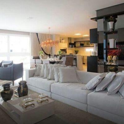Apartamento na Quadra do Mar em Balneário Camboriú com 03 Suítes Home Office Finamente Mobiliado e Decorado