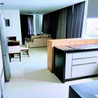 Apartamento à Venda mobiliado com 3 Suítes e 3 Vagas de Garagem No Centro de Balneário Camboriú