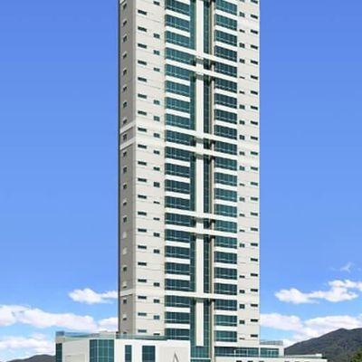 Apartamento novo com 4 dormitórios (2 suítes + 2 demi) + 3 vagas de garagem + churrasqueira no centro de Balneário Camboriu
