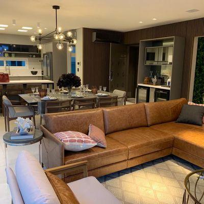 Apartamento à venda em Balneário Camboriú na Quadra do Mar Finamente Mobiliado Com 3 Suítes 3 Vagas de Garagem e um Confortável Home Office