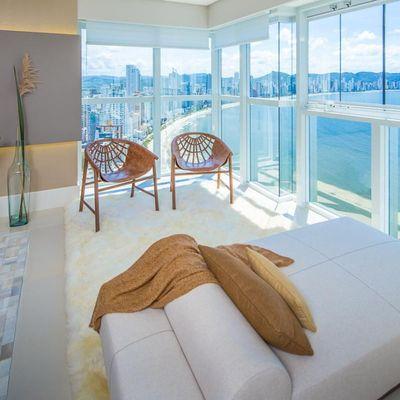 Apartamento à Venda Frente para o Mar em Balneário Camboriú com 4 Suítes e 4 Vagas de Garagem