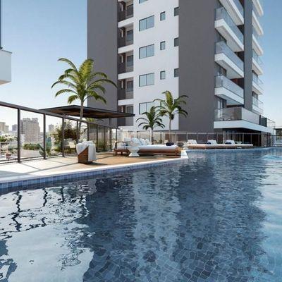 Apartamento com vista para o mar + sacada com churrasqueira na Praia Brava