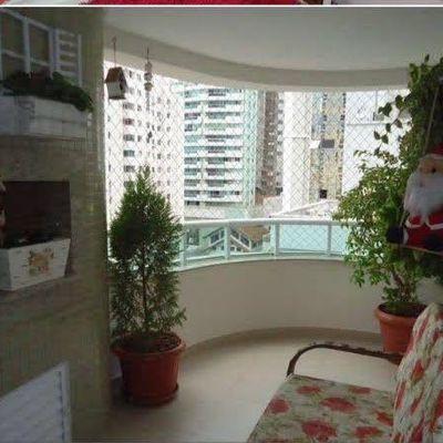Ótimo Apartamento à venda com 1 Suíte 2 Demi Suítes sacada com Churrasqueira a Carvão, 2 Vagas de Garagem, Centro de Balneário Camboriú
