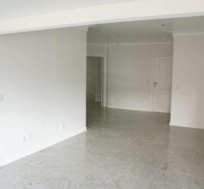Apartamento à venda no Centro de Balneário Camboriú com 3 Suítes e 3 Vagas de Garagem