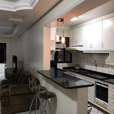 Apartamento à venda diferenciado e mobiliado no centro de Balneário Camboriú
