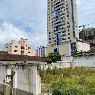 TERRENO em região privilegiada no centro de Balneário Camboriú