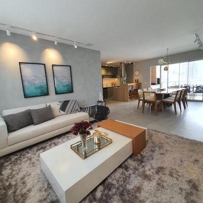 Lançamento! Apartamento novo e decorado com 3 suítes + sacada aberta com churrasqueira no bairro Pioneiros em Balneário Camboriu