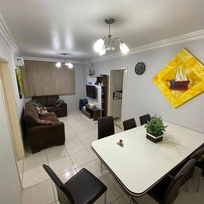 Apartamento mobiliado com 3 dormitórios (sendo 1 suíte) com garagem privativa na quadra mar de Balneário Camboriu