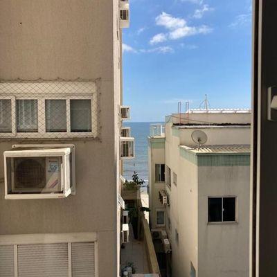 LATERAL MAR - 01 suíte mais 02 dormitórios na Barra Sul em Balneário Camboriú