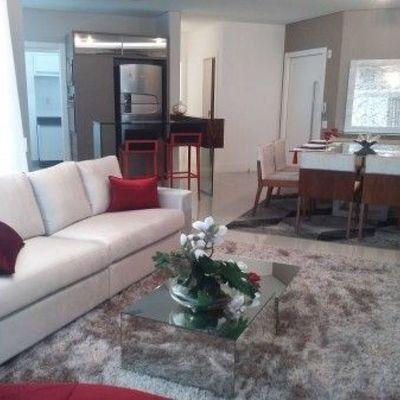 Apartamento em Balneário Camboriú à venda com 3 Suítes e 2 Vagas de Garagem Persianas automatizadas Mobiliado e Decorado