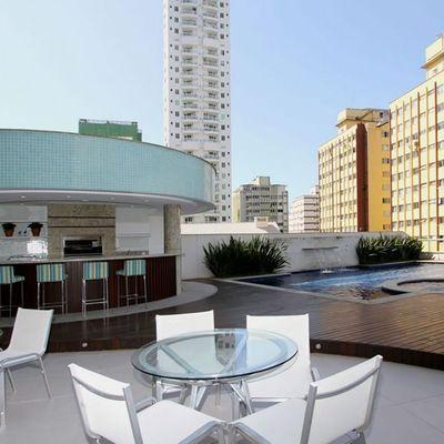 Apartamento na Quadra do Mar em Balneário Camboriú com 3 Suítes mobiliado