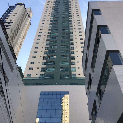 Apartamento à Venda em Balneário Camboriú com Total Vista para o Mar 2 Suítes e 2 Demi-suítes 3 Vagas de Garagem Lazer Completo