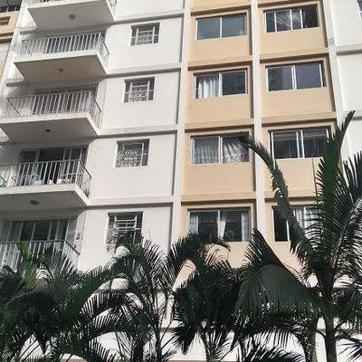 MOBILIADO - 02 amplos dormitórios + 01 dependência no centro de Balneário Camboriú