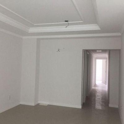 Apartamento à venda em Balneário Camboriú com 3 Suítes e 2 Vagas de Garagem Próximo à Paróquia Santa Inês