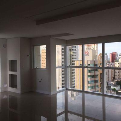 Apartamento à Venda Com 3 Suítes Excelente área de Lazer 3 Vagas de Garagem No Centro de Balneário Camboriú