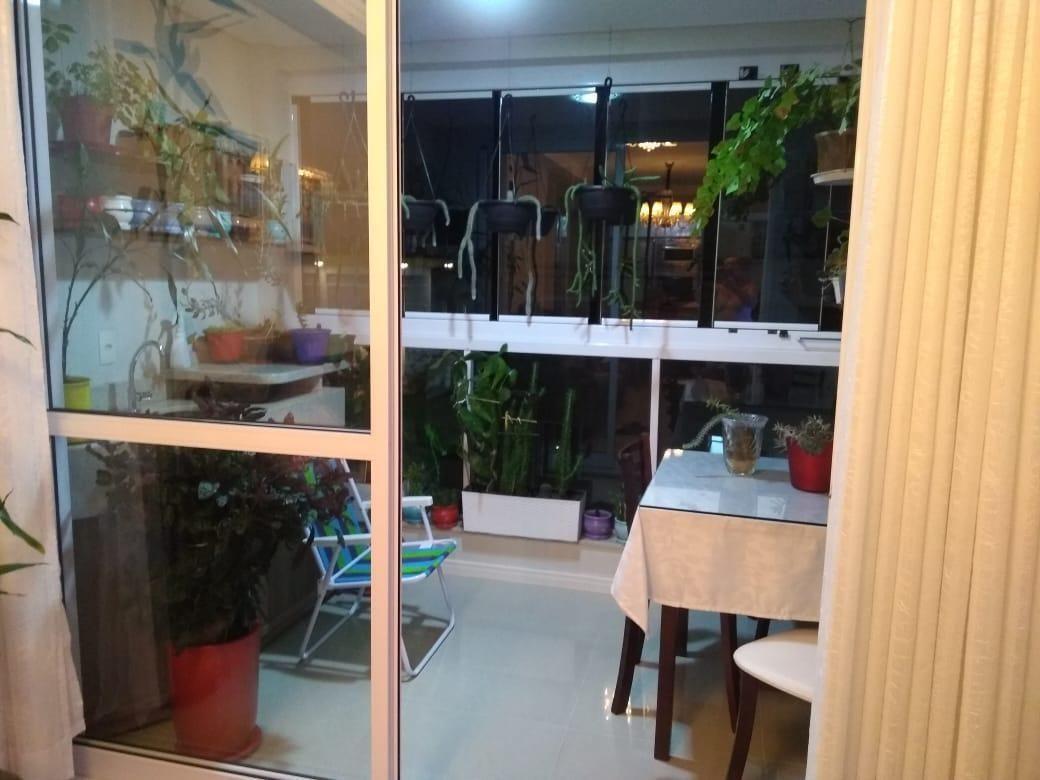 Apartamento mobiliado com 2 dormitórios + 1 vaga de garagem no condomínio Felicitá em Camboriu