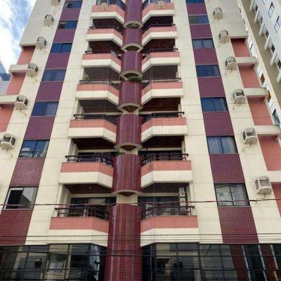 Apartamento duplex no centro de Balneário Camboriu com 3 dormitórios (1 suíte) + 2 vagas de garagem + sacada